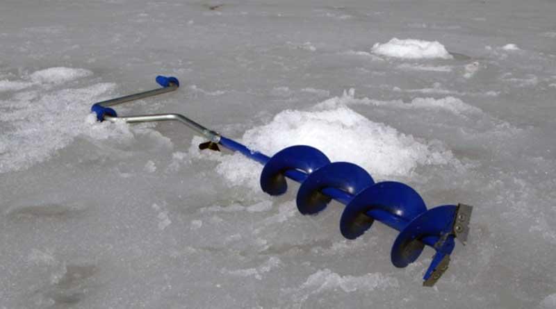 Правильный выроб ледобура для зимней рыбалки