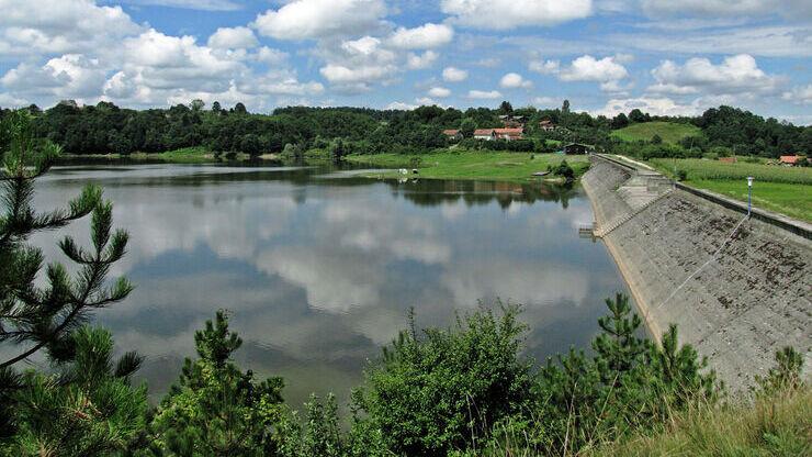 Озеро Белокаменное в поселке Севастьяново