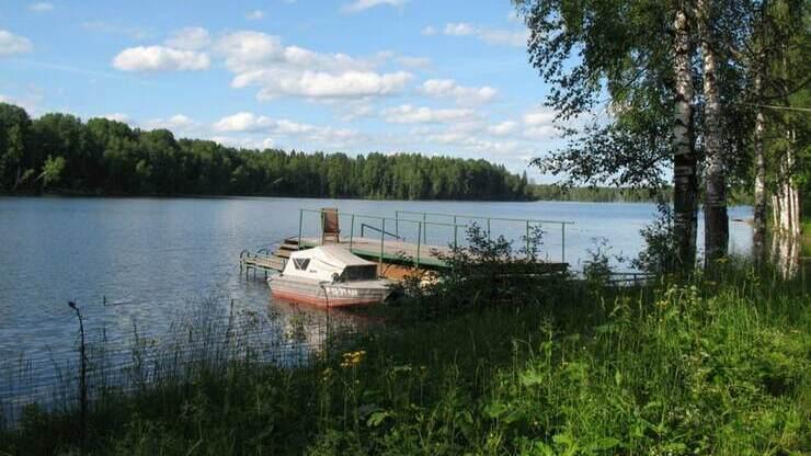 Озеро Савозеро в поселке Люговичи