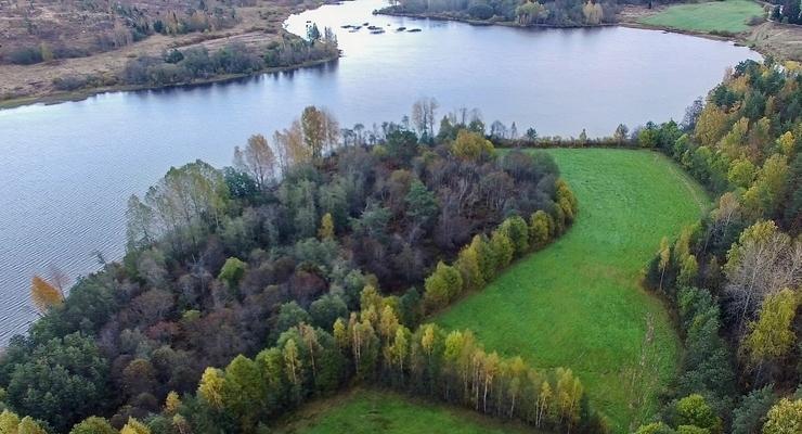 Озеро Богатырское в поселке Богатыри